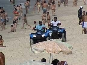 PMs reforçam segurança na orla da Zona Sul - Após os casos de assalto nas praias da Zona Sul, nesta quarta (26), PMs montaram barracas e patrulharam as areias das praias da Zona Sul.