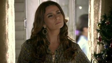 Helô conhece Wanda - Lucimar mostra a suposta mensagem de Morena para a traficante, que finge indignação