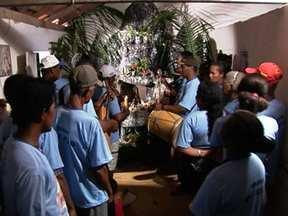 Comunidade em Minas Gerais comemora o Natal com Folia de Reis - A comemoração da Folia de Reis começa no dia 24 de dezembro e vai até o dia 6 de janeiro, o Dia de Reis. O cantor e compositor Pereira da Viola mostra como é feita essa tradição na comunidade onde ele nasceu.