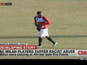Amistoso do Milan é cancelado depois de caso de racismo em campo - O Milan enfrentava o Pró-Pátria, equipe da região da Lombardia, que disputa a quarta divisão do Campeonato Italiano. Na metade do primeiro tempo, o meio-campo ganense Boateng se irritou com insultos racistas e chutou a bola em direção à arquibancada.