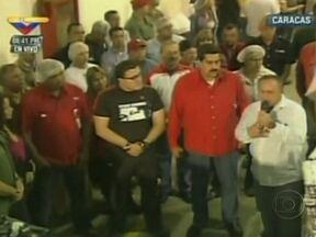 Hugo Chávez tem insuficiência respiratória - O presidente da Venezuela, Hugo Chávez, está com insuficiência respiratória, causada por uma grave infecção no pulmão. A informação foi divulgada pelo ministro da Comunicação. Mas os venezuelanos querem saber mais detalhes.