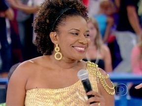Margareth Menezes revela os desafios de viver policial em O Canto da Sereia - Mas, longe de abandonar a música, a cantora também fez um pot-pourri no palco do Esquenta!