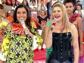 Salada Mista! Mulheres frutas mostram rebolado - Regina aproveita a reunião de Pêra, Maçã, Jaca, Melão e Morango para investigar a origens dos codinomes