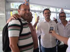 Vereador Marco Prisco faz protesto inusitado na Assembleia Legislativa - O líder da greve da PM de 2012 levou um bolo ao local, para lembrar o aniversário de 11 anos de sua expulsão da PM.