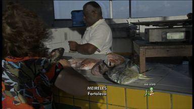 Preço do camarão afasta consumidor de Fortaleza - Aumento no preço do quilo do camarão assustou e afastou os compradores de um tradicional ponto de vendas na Praia de Iracema.
