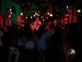 Banda Jammil faz último show do Projeto 'Marina Prime' na Bahia Marina - Na apresentação realizada na noite da última quarta, o grupo tocou sucessos, como a canção 'Celebrar', que está na trilha da novela 'Salve Jorge'.