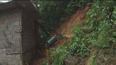 Cubatão é uma das cidades mais atingidas com as chuvas - Famílias tiveram que ser removidas das áreas de encosta da Serra do Mar. 86 pessoas foram para casa de parentes e amigos.