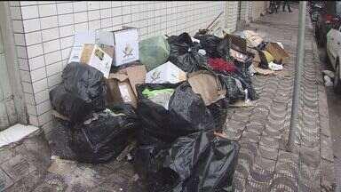 Greve dos coletores de lixo de São Vicente entrou no segundo dia. - Trabalhadores decidiram manter a greve alegando falta de condições de trabalho.