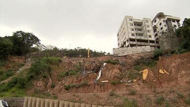 Um anos após desabamento de prédios, situação de moradores permanece indefinida - Imóveis ficavam nos bairros Buritis e Caiçara.