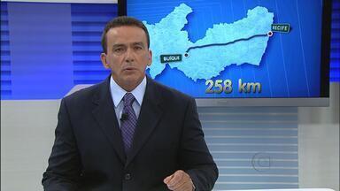 Polícia prende em Buíque homem suspeito de matar mãe e duas filhas - De acordo com as investigações, mãe e filhos foram assassinados a pauladas por causa de um botijão de gás. A mulher descobriu quem tinha roubado um botijão da casa dela e ameaçou denunciar o ladrão. Outros dois homens envolvidos também foram presos.