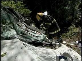 Corpos das quatro pessoas que morreram em acidente na BR-282 são velados - Corpos das quatro pessoas que morreram em acidente na BR-282 são velados