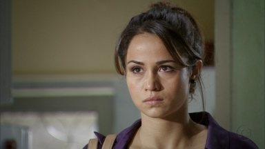 Morena enfrenta Russo na frente de Lucimar - Ela fica indignada ao ver Russo com Lucimar