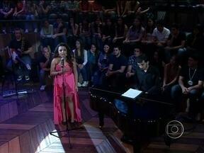 Bruna Amaral se apresenta no programa Altas Horas - Soprano canta a música 'Nella Fantasia' no programa