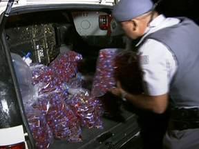 Polícia apreende mais de 100 Kg de drogas em SP - A polícia de São Paulo apreendeu cerca 150 Kg de drogas, máquinas de contar dinheiro, armas, e munições em favela da Zona Leste na noite da última segunda-feira (14).