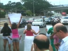Protesto na SC-401 provoca congestionamentos no Norte da Ilha - Protesto na SC-401 provoca congestionamentos no Norte da Ilha.