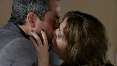 Stenio e Helô se beijam - Emocionado, o advogado confessa que teve medo de perder a ex-mulher