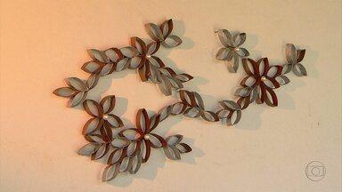 Saiba como transformar rolinhos de papelão em objeto de decoração para a parede - Com um pouco de criatividade e paciência é possível transformá-lo.