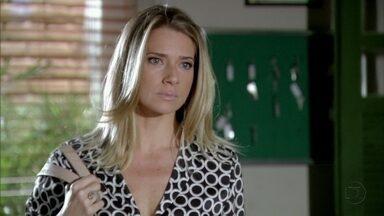 Antonia procura ajuda na delegacia de Helô - Ela avisa a Barros e Jô que quer prestar uma queixa