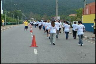 Caminhada solidária em Mogi das Cruzes ajuda AACD - Todos que participaram contribuiram com a manutenção da entidade.