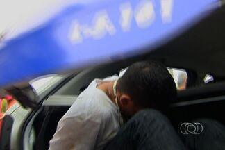 Polícia prende dois homens suspeitos de assaltar distribuidora de gás em Goiânia - Dois homens foram presos em flagrante depois de tentar assaltar uma distribuidora de gás em Goiânia, no residencial Junqueira, na saída para Trindade.