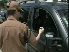 Ação da Polícia Militar pretende alertar os veranistas - Segurança e cuidado com o meio ambiente. A PM alerta quem está de folga no litoral.