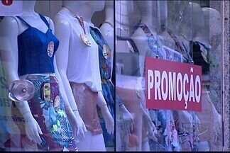 Economista do ES alerta para cuidados com promoções - Lojistas aproveitam janeiro para fazer liquidação do estoque
