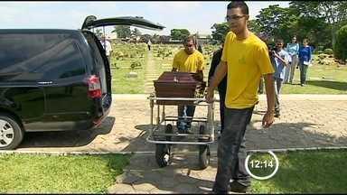 Polícia Civil divulga laudo com a causa da morte do ator Walmor Chagas - Laudo da Polícia Civil aponta resíduos de pólvora na mão direita do ator Walmor Chagas, encontrado morto na sexta-feira (18).