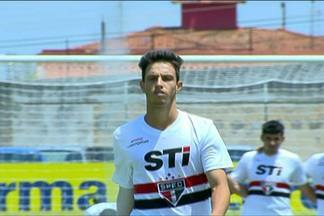 Atacante perde gol incrível, erra pênalti e São Paulo é eliminado da Copinha - Ao final do segundo tempo, Mirrai chutou para fora sem goleiro e depois ainda desperdiçou uma cobrança na disputa por penalidades