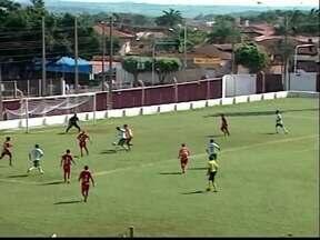 Boa Esporte empata em 4 a 4 com o Uberlândia em jogo-treino - Jogo foi realizado neste domingo no Estádio da Fazendinha, em Ituiutaba (MG)