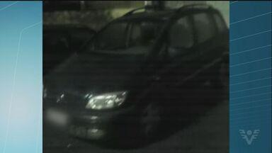 Polícia prende homens suspeitos de roubar carro e subornar policiais - A prisão aconteceu durante o fim de semana em Praia Grande, SP. De acordo com a polícia, os criminosos tentaram subornar os agentes que efetuaram a prisão.