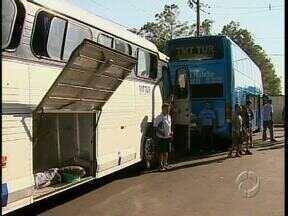 Um motorista morre e um passageiro é baleado durante assalto a ônibus em Maringá - Os motoristas viajavam em comboio mas nem isso inibiu a ação dos ladrões