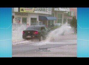 Alagações causam transtornos, em Ariquemes - A chuva desta segunda-feira (21) vários pontos da cidade alagados.