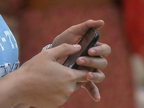 Aprenda a escapar dos golpes praticados pelo celular - Os bandidos se aproveitam do medo da população. O golpe do falso sequestro tem preocupado a polícia. Tem muita gente caindo na farsa dos golpistas.