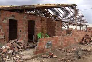 Ventania em Pinhão (SE) destrói casas e prédios públicos - Foram apenas 30 minutos de ventos fortes para que casas e prédios públicos ficassem destruídos na cidade de Pinhão (SE). No bairro 25 de novembro, 14 casas ficaram comprometidas.
