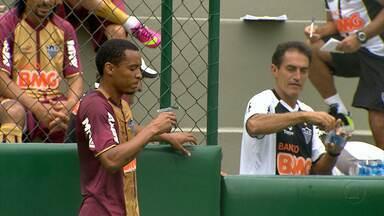 Jogadores do Atlético-MG começam semana com treino diferente - Treinamento foi em campo com dimensões oficiais.