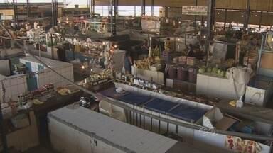 Feirantes aguardam melhorias na Feira da Panair, em Manaus - A Prefeitura de Manaus anunciou nesta semana a reforma da Feira da Panair. Os feirantes aguardam urgentemente por melhorias na estrutura do local.
