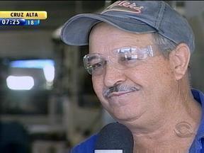 Empresa investe em projetos de incentivo para trabalhadores no Norte do RS - Funcionários de montadora de veículos aprovam iniciativas.
