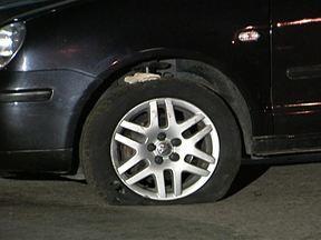 Homem é vítima de sequestro-relâmpago no Jaguaré (SP) - O homem estava no carro, esperando a mulher e a filha, quando dois bandidos chegaram. Os criminosos entraram no carro e passaram a rodar com a vítima, que disse que eles pediam cartões, dinheiro e faziam ameaças.