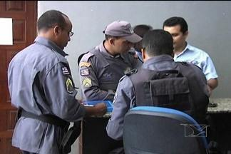 Assaltos durante o dia preocupam moradores em Caxias - Assaltos durante o dia preocupam moradores em Caxias. As ocorrências são frequentes no bairro residencial Eugênio Coutinho.