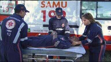 Médico do Samu ensina como prestar primeiros socorros a vítimas de acidente com moto - Nos últimos anos, mais de cem mil motocicletas passaram a circular pelo estado – e os acidentes só aumentam.