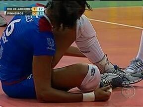 Juciely deixa quadra chorando, assusta Rio de Janeiro, mas logo volta ao jogo - Jogadora retornou as quadras logo em seguida, para tranquilidade do Rio de Janeiro.