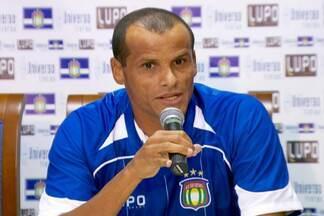 Aos 40 anos de idade, Rivaldo é apresentado no São Caetano - Meia chega ao seu décimo quarto clube e será o principal reforço do Azulão no Campeonato Paulista.