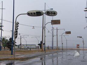 Sinaleiras amanhecem quebradas por causa da chuva - A Transalvador disse que trabalha para religar todos os semáforos o mais rápido possível.