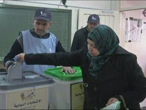 Eleitores escolhem 150 deputados na Jordânia - Dois milhões e trezentos mil eleitores vão às urnas nesta quarta-feira (23). As eleições estão entre as promessas de reformas do Rei Abdullah. Ele tenta acalmar as manifestações sociais que se intensificaram há dois anos.