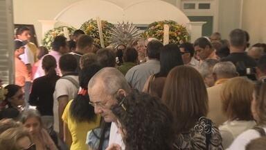 Corpos de família assassinada em Manaus são velados - Mãe, filha e tio são velados em funerária no Centro de Manaus