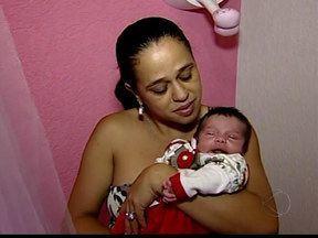 Bebê engasga e bombeiros faz atendimento por telefone em Uberaba - Cabo deu instruções para mãe da crinça para a avó. Depois, uma enfermeira do Samu esteve no local.