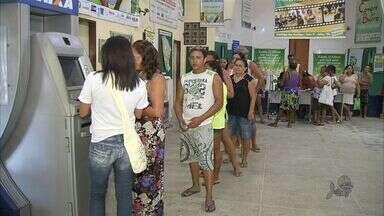 Moradores do Conjunto Palmeiras têm prejuízos depois de assalto a Banco Palmas - Polícia continua buscas de três homens que roubaram o Banco Palmas, em Fortaleza, no fim de semana.