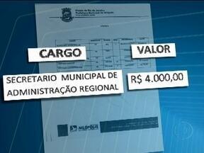 Polícia abre inquérito para investigar denúncia de funcionários fantasmas em Nilópolis - Segundo uma auditoria feira pelo prefeito, cerca de 25% do total de servidores nunca apareceram para trabalhar. Policiais da delegacia fazendária começaram a analisar a lista de servidores da prefeitura.