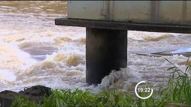 Vazão de água da represa de Santa Branca (SP) sobe para evitar falta d'água em Jacareí - No início da semana, a Ljght foi autorizada a segurar mais água na represa, porque o nível estava muito baixo, mas a medida acabou prejudicando o abastecimento em Jacareí.