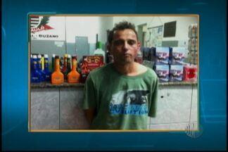 Policia prende três pessoas por assalto em loja - Em Suzano três pessoas foram presas após assaltar uma loja de conveniência de um posto de gasolina. Policiais que faziam a ronda desconfiaram e fizeram a abordagem.